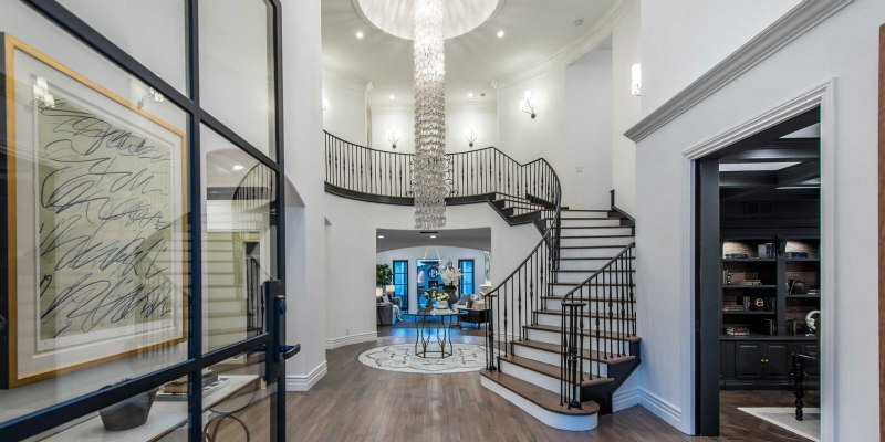 See the Light: Five Residences with Show-Stopping Chandeliers