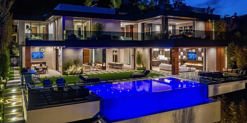 Water Soothes: Homes with The Best Water Features on The Block